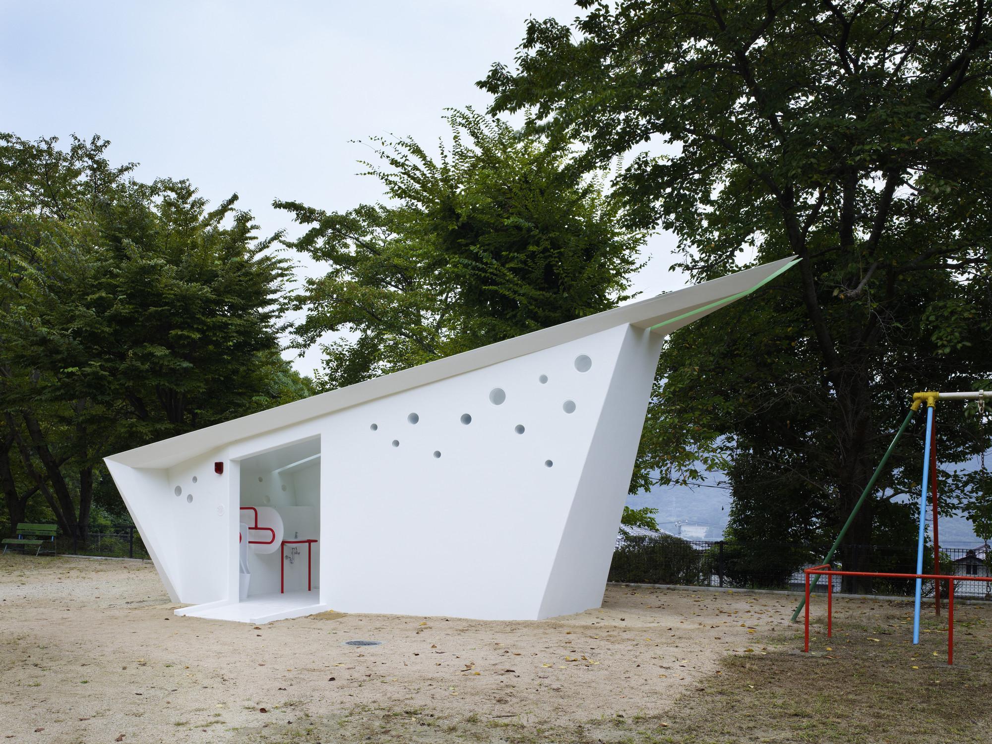 Hiroshima Park Restrooms: Absolute Arrows / Future Studio, © Toshiyuki Yano