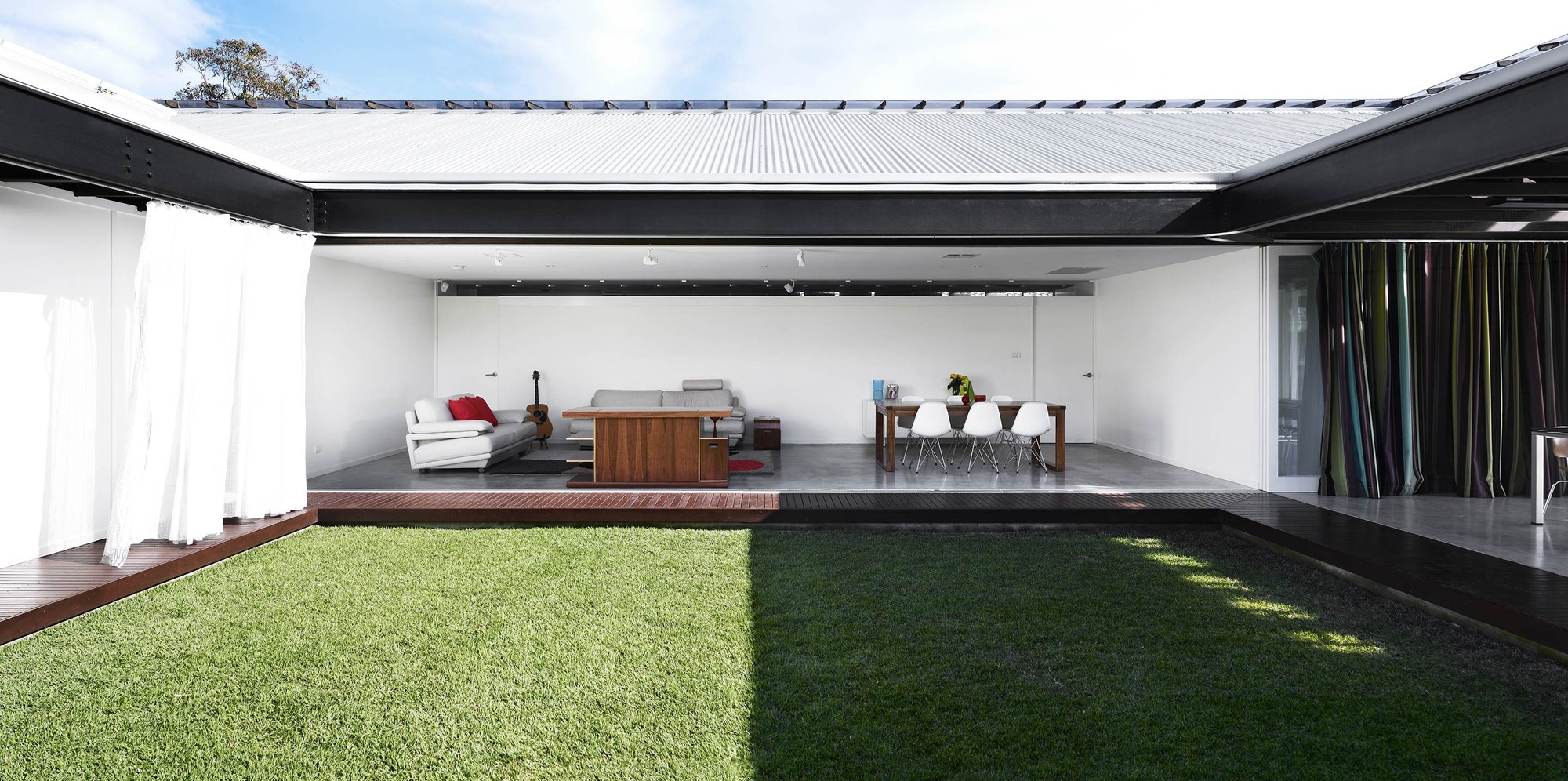 Bilsey Place House / James Russell Architect, © Toby Scott