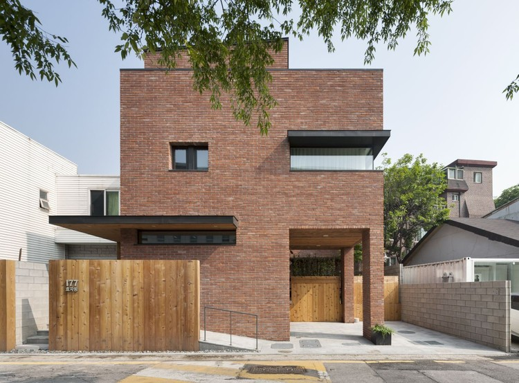 House in hyojadong min soh gusang architectural group for House 360 view