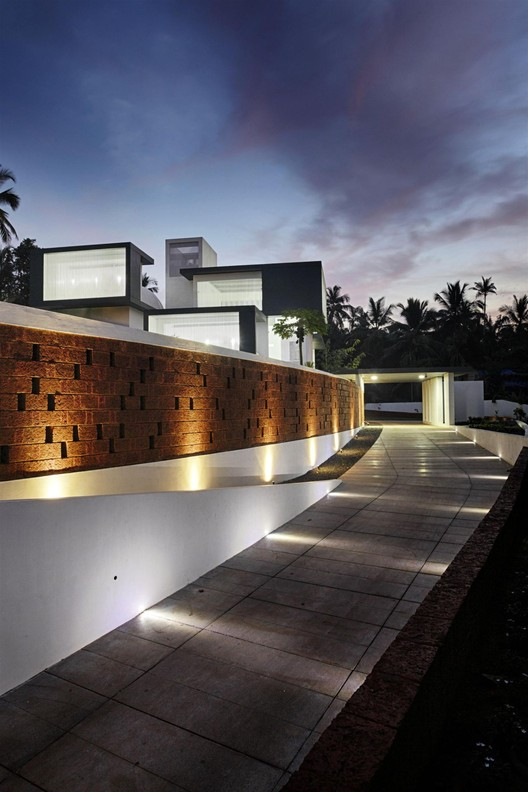 The Running Wall Residence LIJO RENY architects ArchDaily