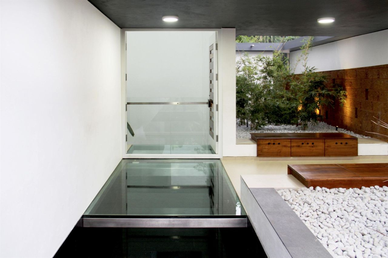 Gallery Of The Running Wall Residence Lijo Reny