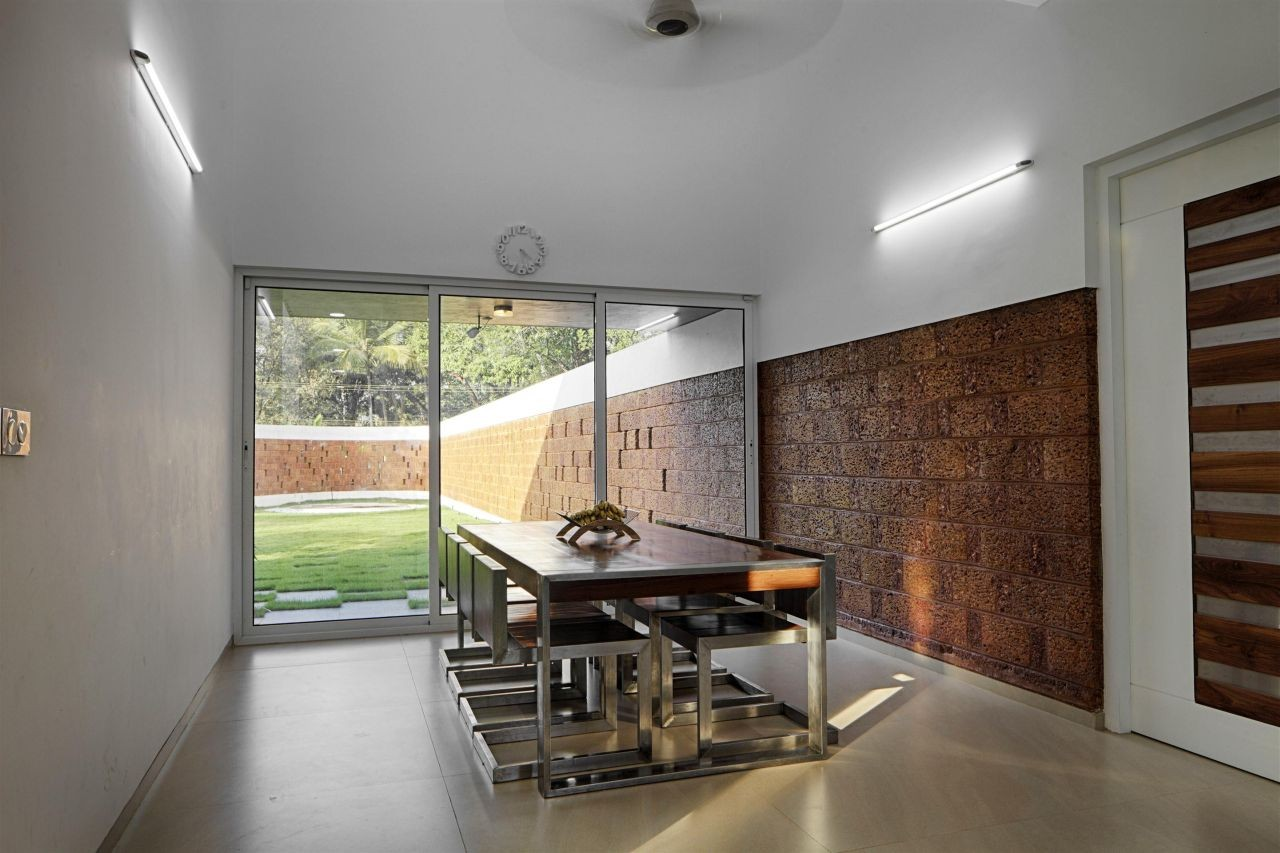 Gallery Of The Running Wall Residence Lijo Reny