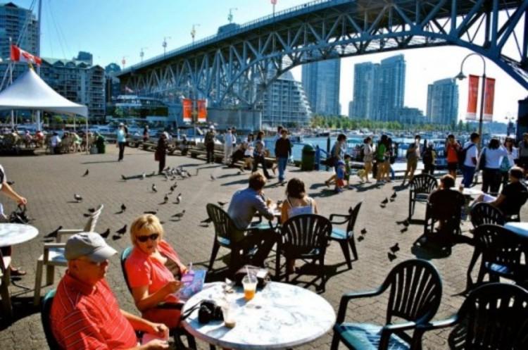 """Como ser um cidadão """"placemaker"""": pensar mais leve, mais rápido e mais econômico, Granville Island em Vancouver. Image © PPS"""
