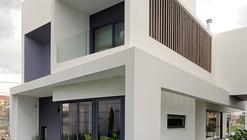 Casa Familiar / Office Twentyfive Architects