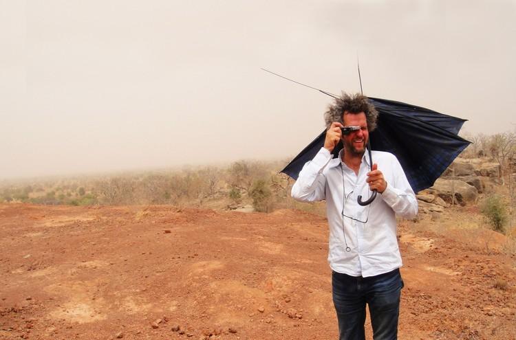 """Cinema e Arquitetura: Especial Arqfilmfest 2013 [Parte 2],  """"Crackle of Time"""" / Sybille Dahrendorf. Imagen Vía Operndorf Afrika News"""