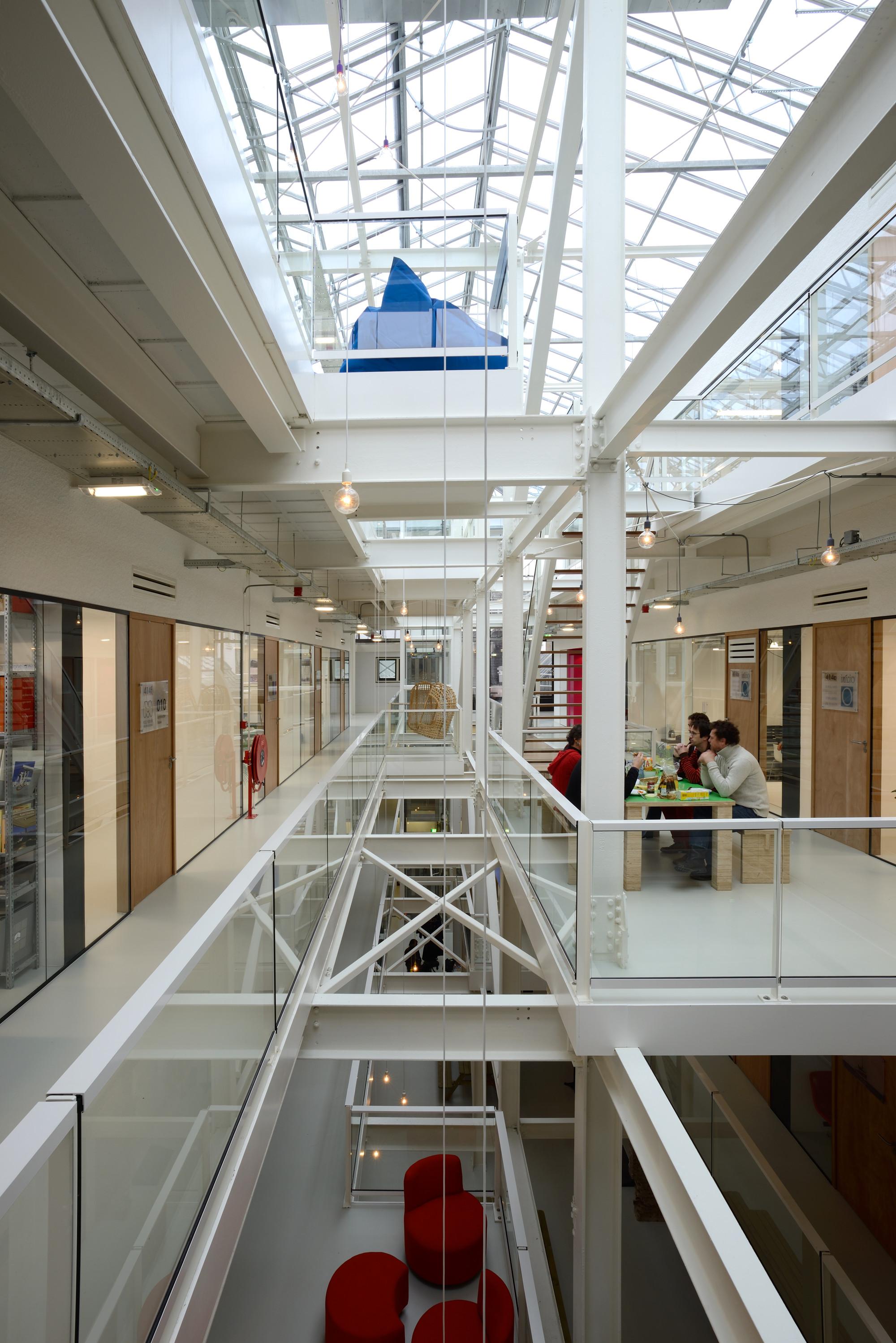 De fabriek in rotterdam mei architecten en stedenbouwers for Architect interieur