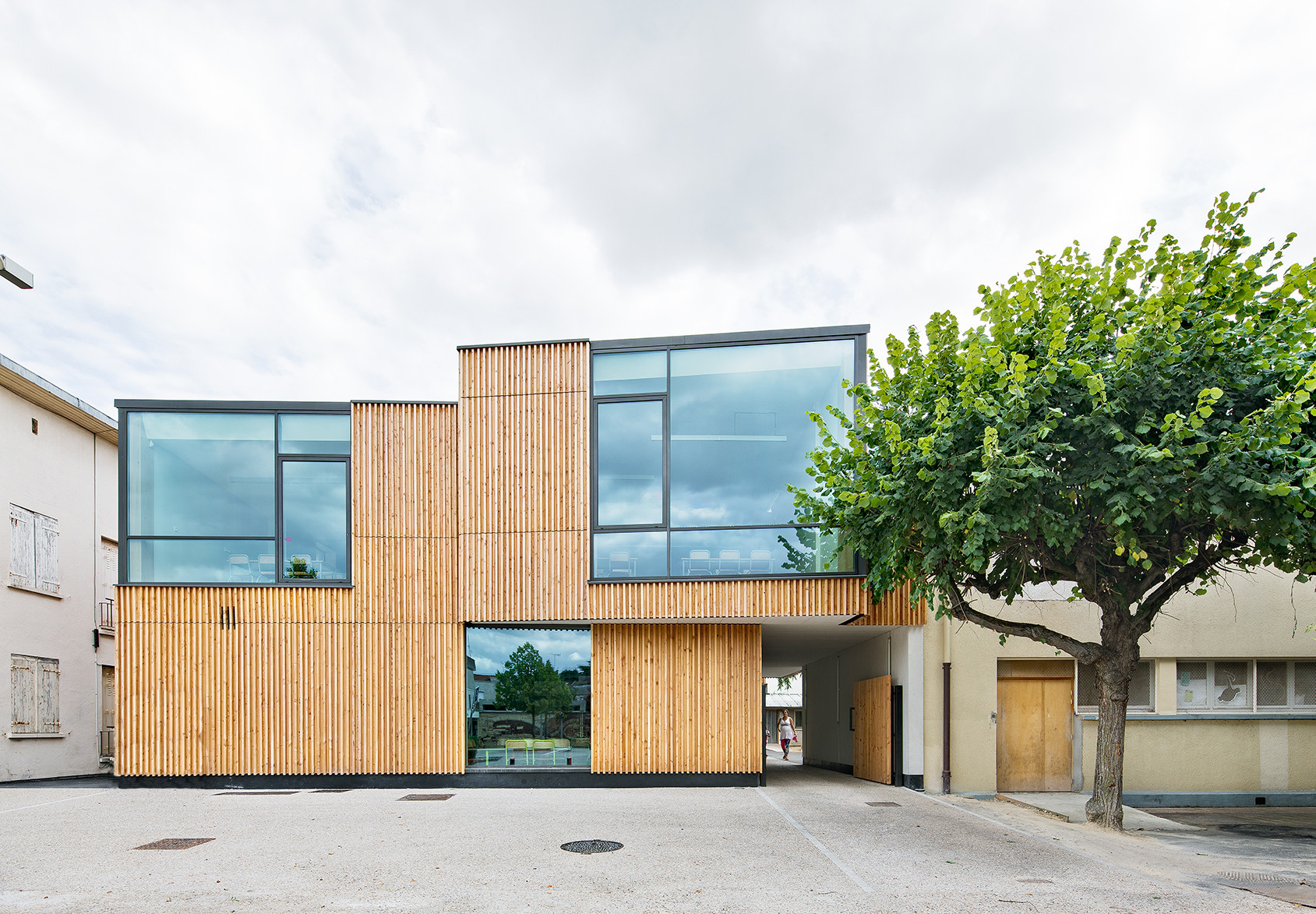 Recepción Ablon-Sur-Seine y Centro de Ocio / Nomade Architects
