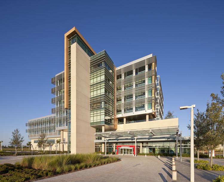 Hospital infantil nemours stanley beaman sears for Modern hospital building design