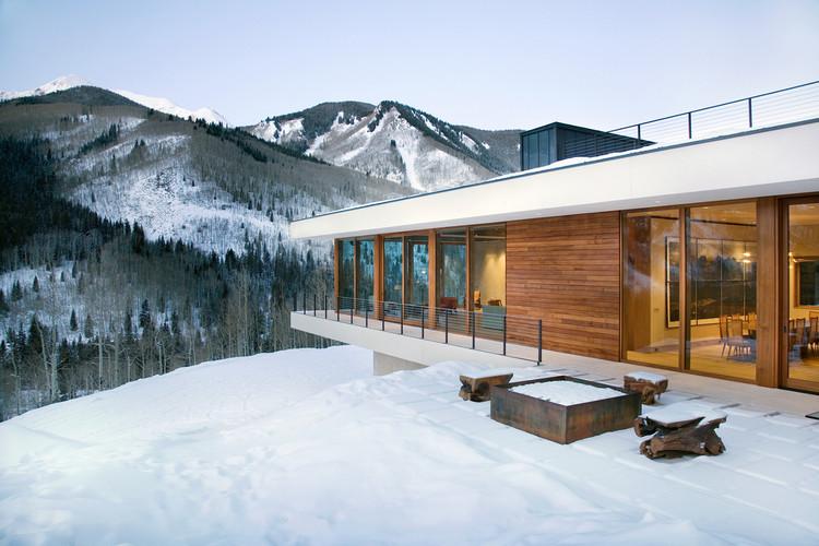 Linear House / Studio B Architects, © Derek Skalko