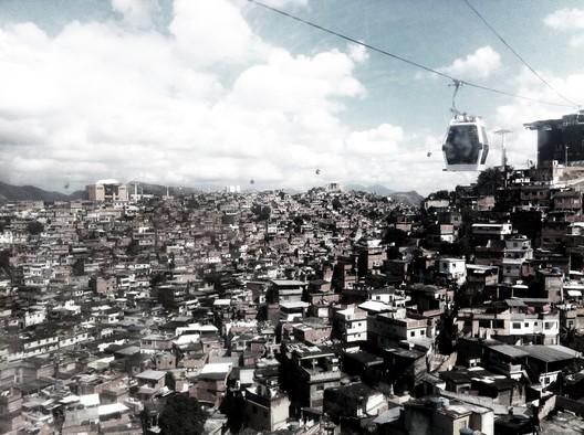 Morro do Alemão, Rio de Janeiro. 2012.. Image © Pedro Rivera, RUA Arquitetos