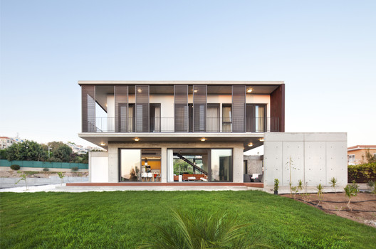 Andri & Yiorgos Residence / Vardastudio Architects and Designers