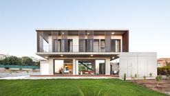 Andri & Yiorgos Residence / Vardastudio Architects and Designers
