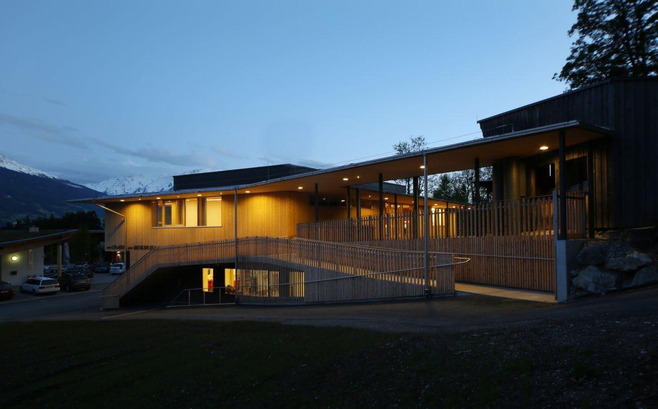 Galer a de estaci n de bomberos club house gnadenwald for Architektur werkstatt