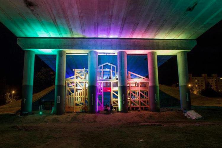 """""""Post-Mostom"""": Habilitação de um espaço público sob uma ponte na Eslováquia, Fonte: junk-culture.com"""