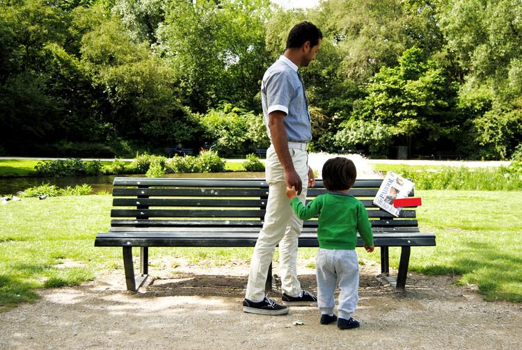 """""""Ruilbank"""": um circuito de leitura em parques públicos de Amsterdã, Cortesia de Pivot Creative"""