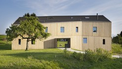 House for two families in Maracon / LOCALARCHITECTURE