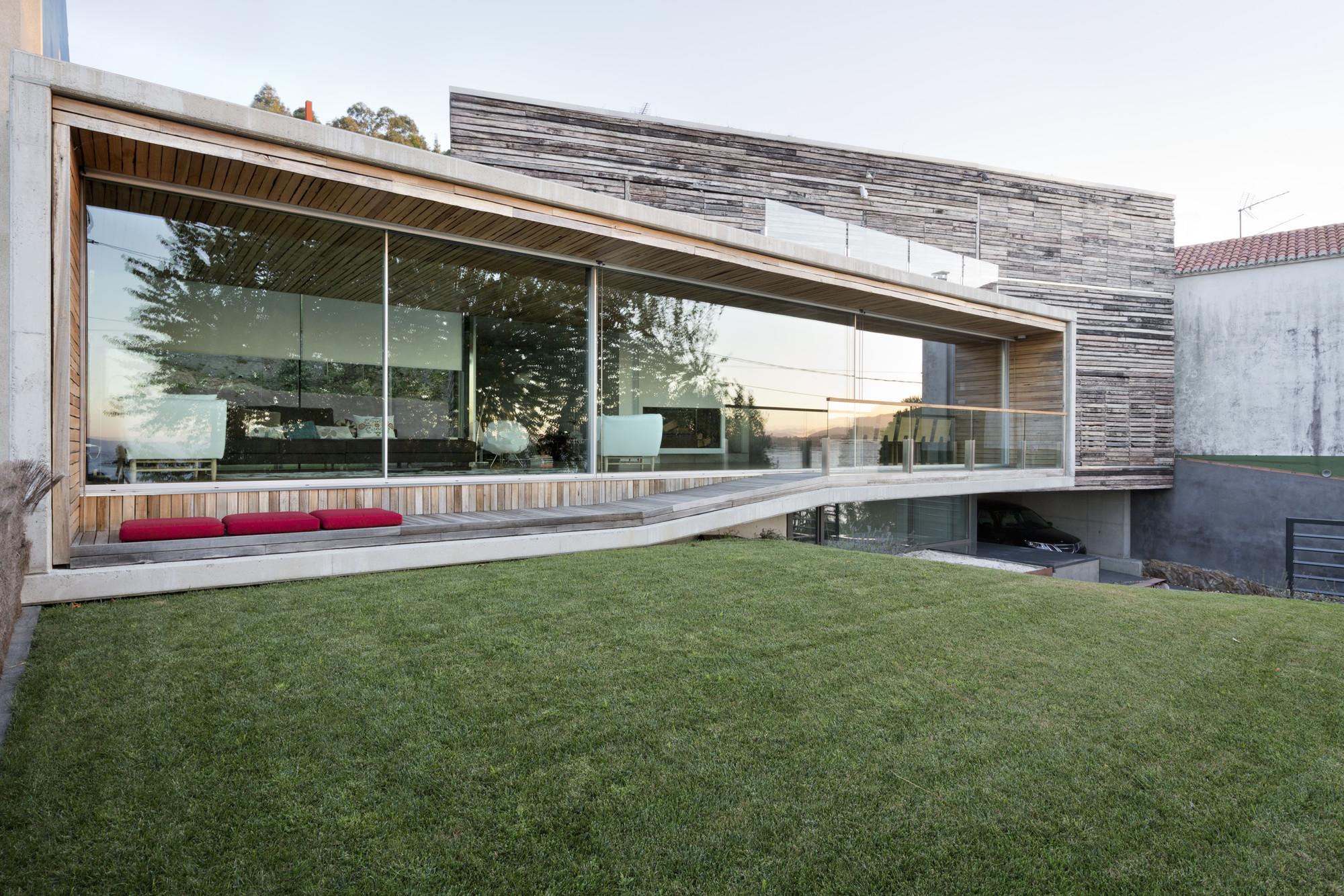 Dezanove House / Iñaki Leite, © Adrián Vázquez