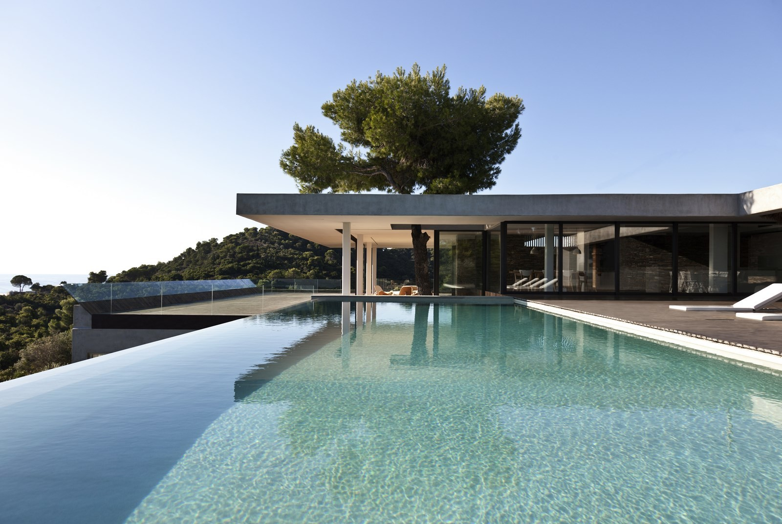 Plane house k studio archdaily for Moderne architektur villa