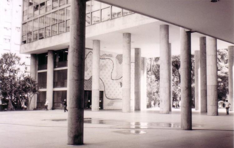 """Conferência """"Diálogos em Teoria e Crítica da Arquitetura"""" na FAU-UFRJ, Cortesia de jose.barros.over-blog.com/"""