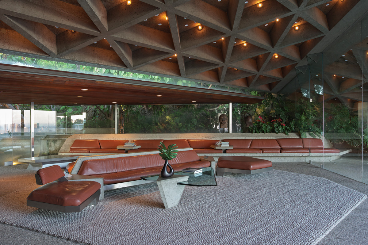 Why Do Bad Guys Always Get The Best Houses?, The Sheats Goldstein Residence by John Lautner. Image © Jeff Green