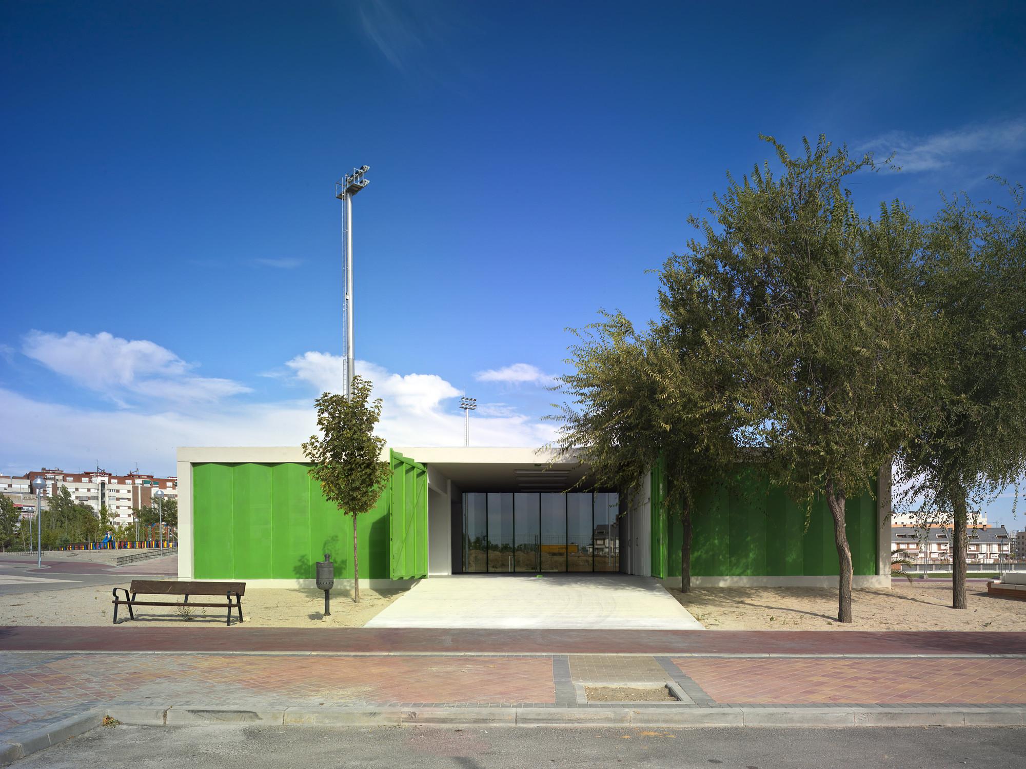 Pabellones De Arbolado / Israel Alba