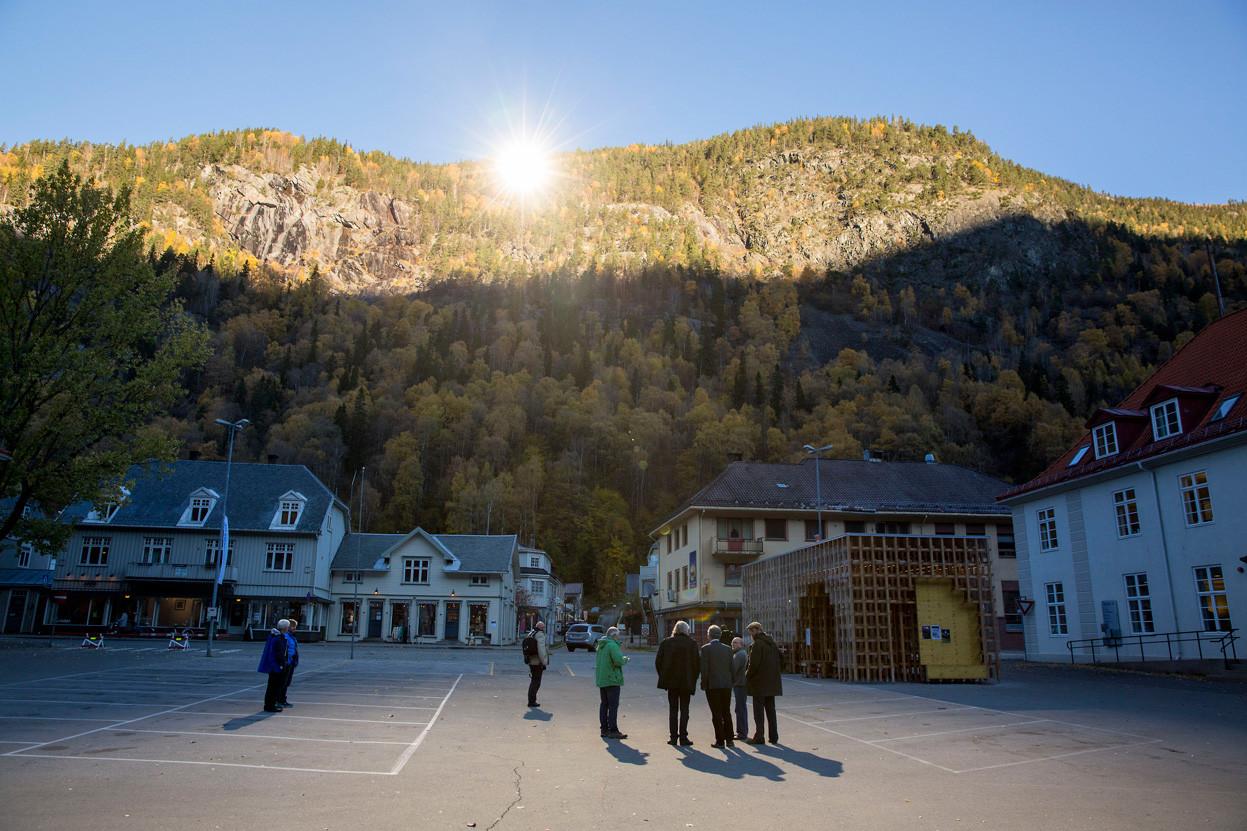 Espejos gigantes reflejan el sol de invierno en la ciudad noruega de Rjukan, © Reuters/Tore Meek/NTB Scanpix