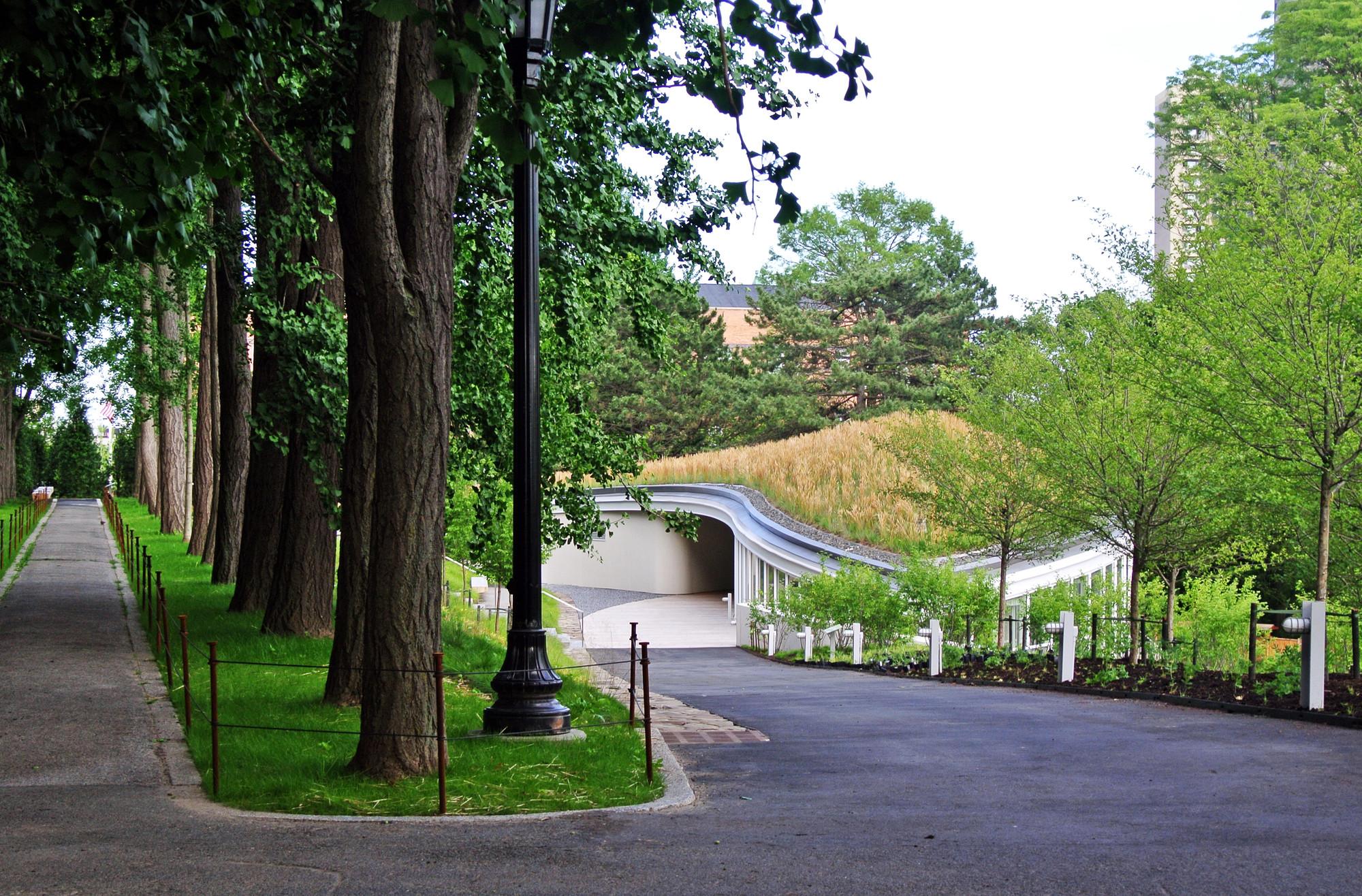 gallery of brooklyn botanic garden visitor center weiss manfredi 5