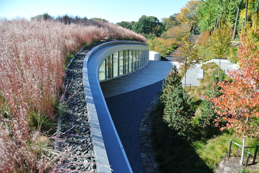 Brooklyn Botanic Garden Visitor Center / Weiss/Manfredi
