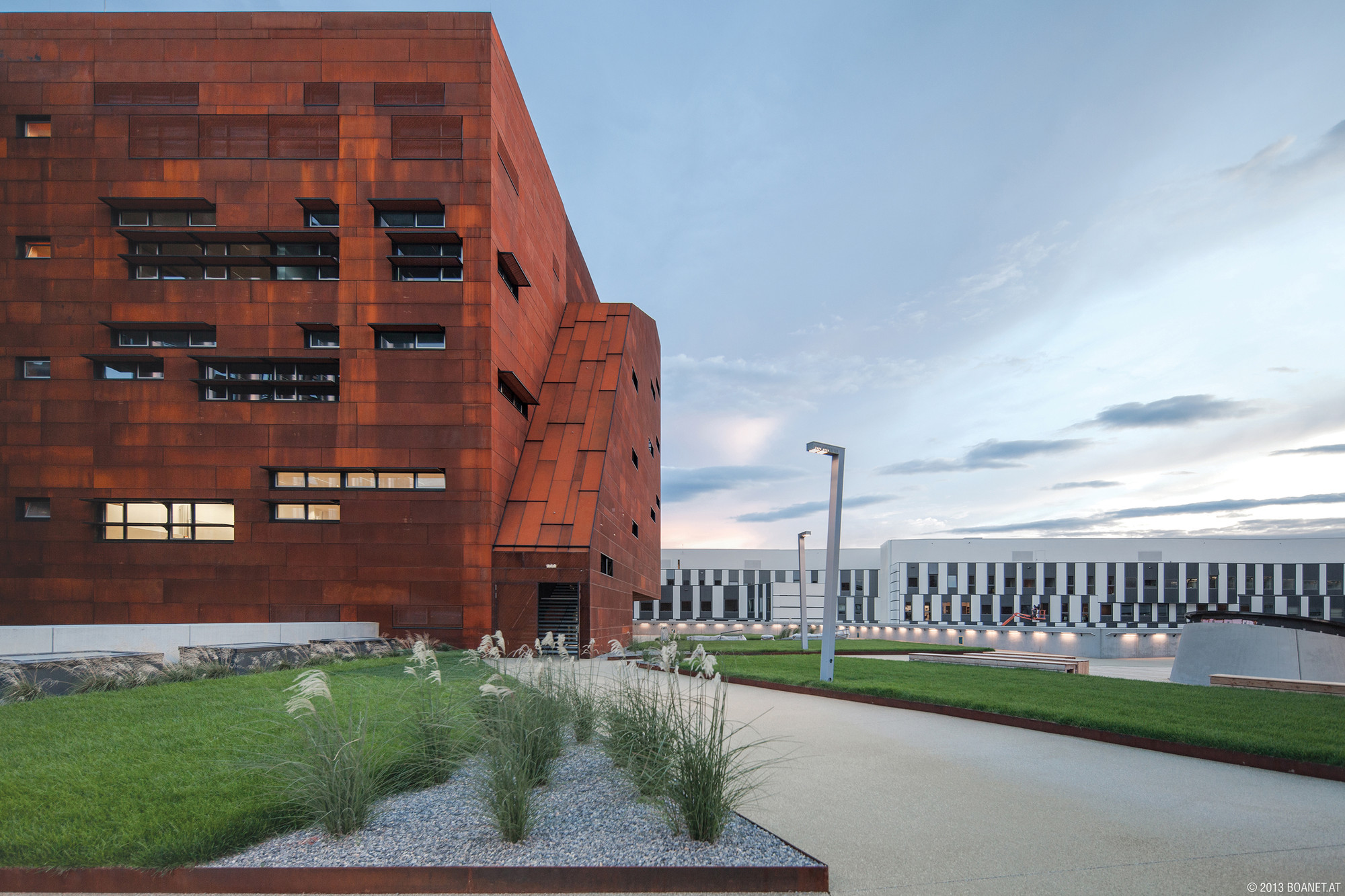 Auditorium Center in WU Campus / BUSarchitektur, Courtesy of BOAnet.at