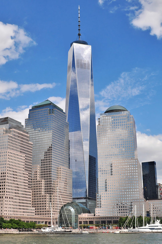 One World Trade Center as seen from the Hudson River. Image © Joe Mabel via Wikipedia