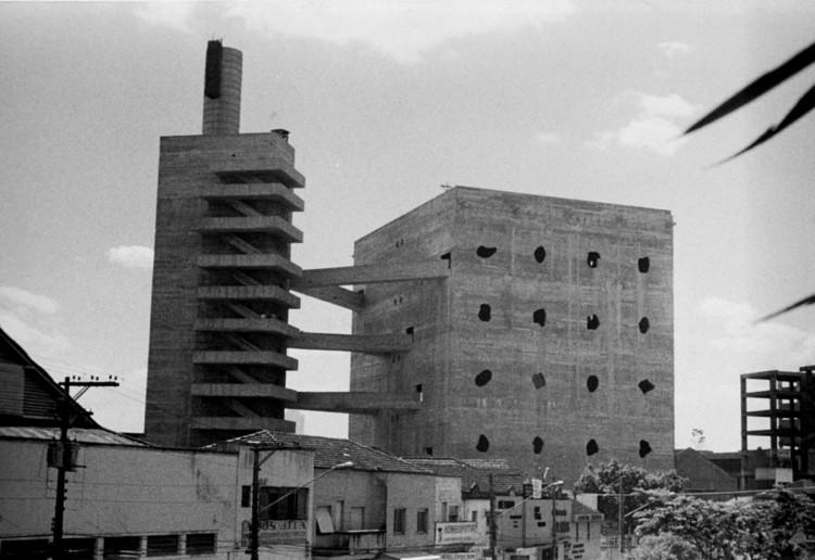 Clássicos da Arquitetura: SESC Pompéia / Lina Bo Bardi, Carlos Alberto Cerqueira Lemos. <a href='http://www.arquigrafia.org.br/photos/754'>Via Arquigrafia (CC BY-NC 3.0)</a>. Image