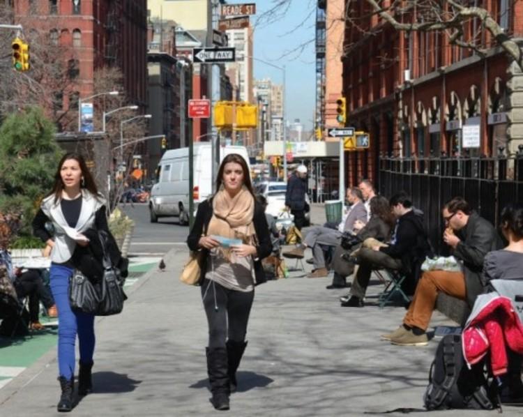 Desenho ativo: fazendo a experiência da calçada, Imagem via Active Design: Shaping the Sidewalk Experience