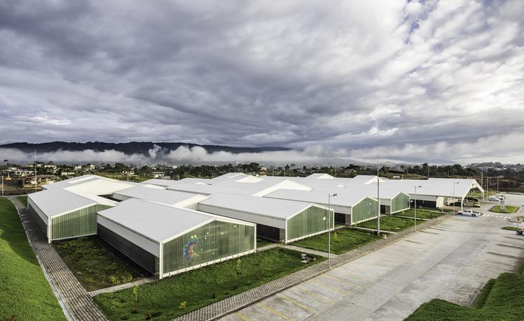 Hospital em Puyo / Pm, Mt, © Sebastían Crespo