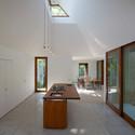 casa en una corriente architecture brio archdaily m xico. Black Bedroom Furniture Sets. Home Design Ideas