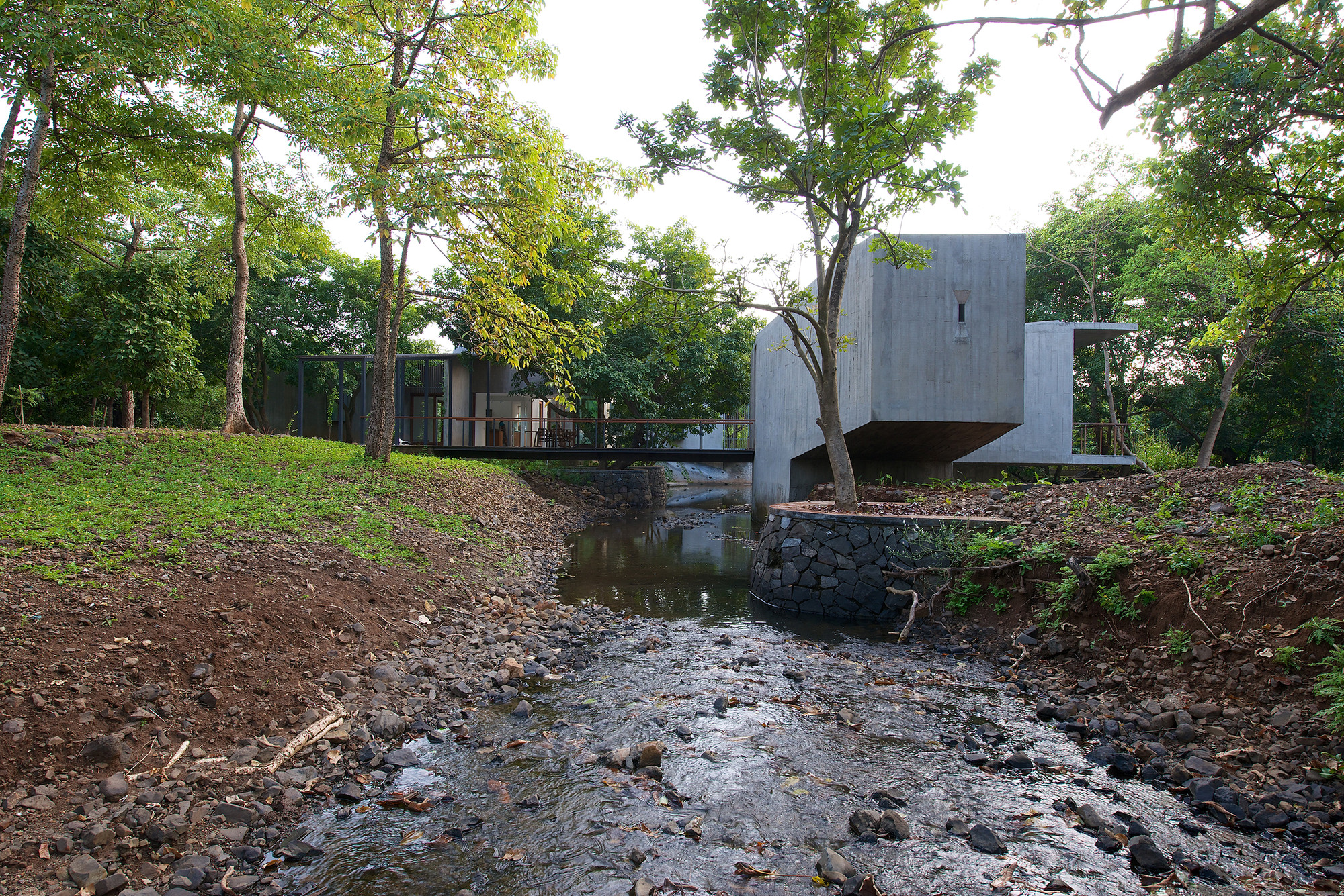 House on a Stream / Architecture BRIO, © Sebastian Zachariah