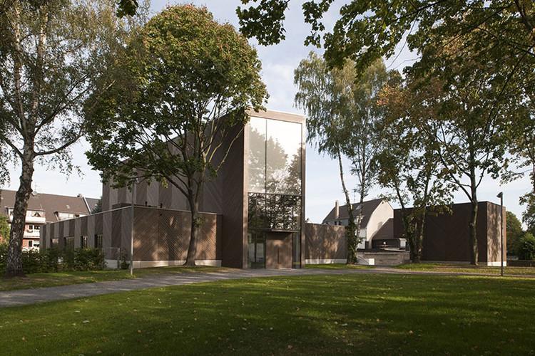 Iglesia Emmanuel / Sauerbruch Hutton | Plataforma Arquitectura