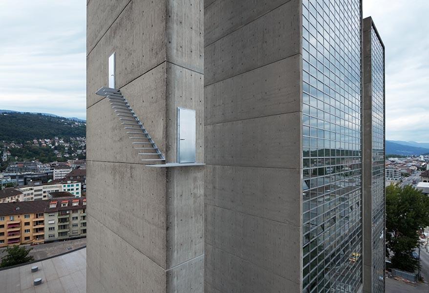 Arte y Arquitectura: escaleras que interrumpen la realidad, © Vía Lang Baumann