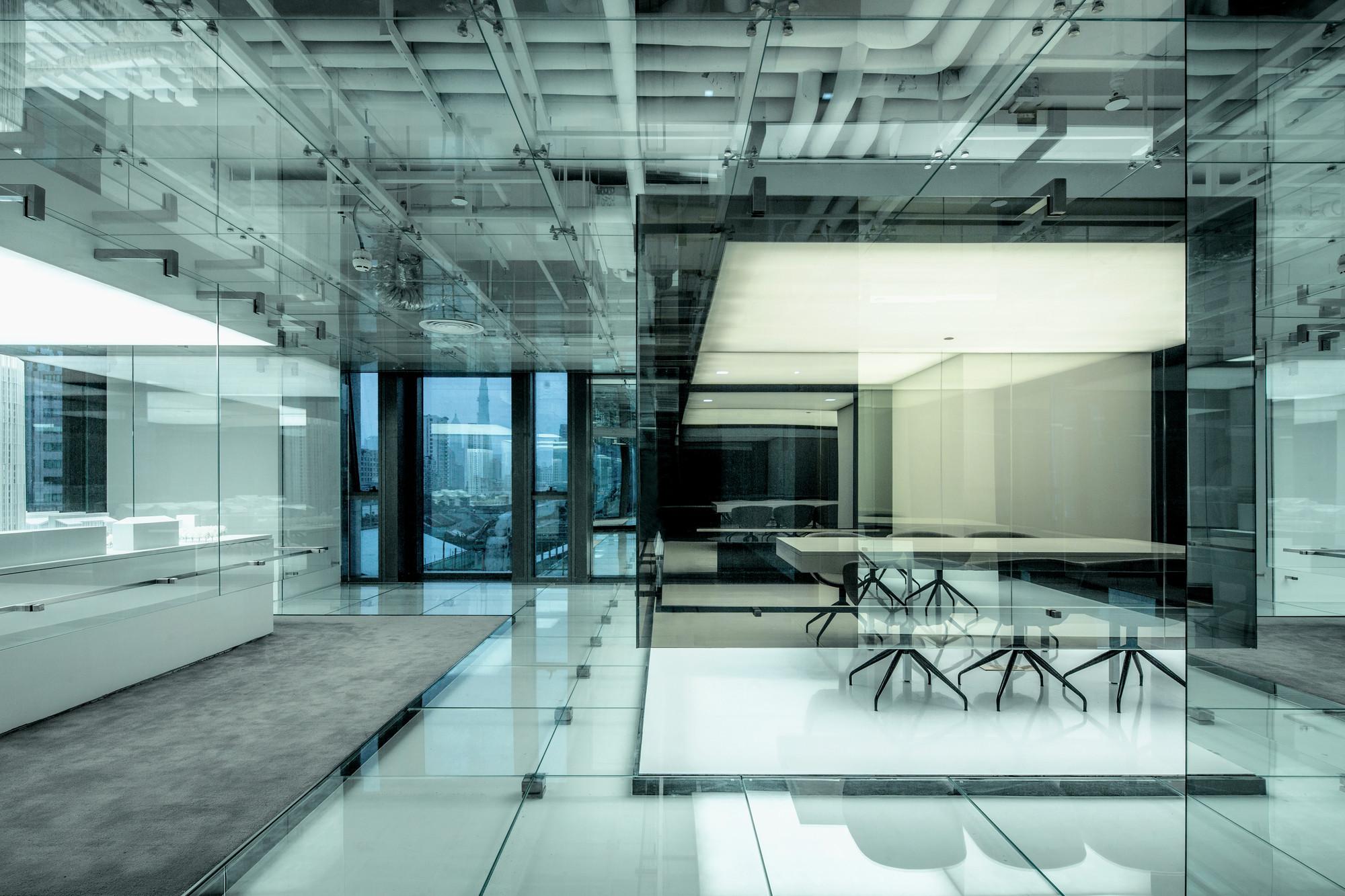 Galer a de oficinas de vidrio soho china aim for Oficina de infiltrados temporada 3