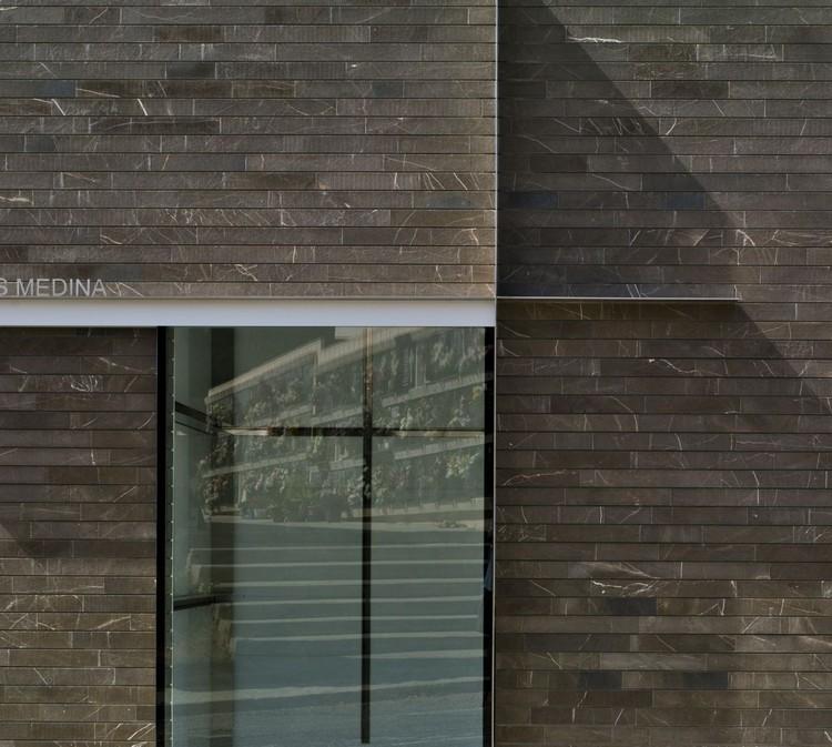 Panteon familiar en elche estudio arn plataforma for Marmol gris pulpis