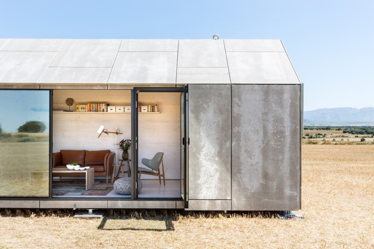 """Movimento """"Tiny House"""": É mais sustentável viver em menor escala?, Casa Transportable ÁPH80 / Ábaton Arquitectura. Image © Juan Baraja"""