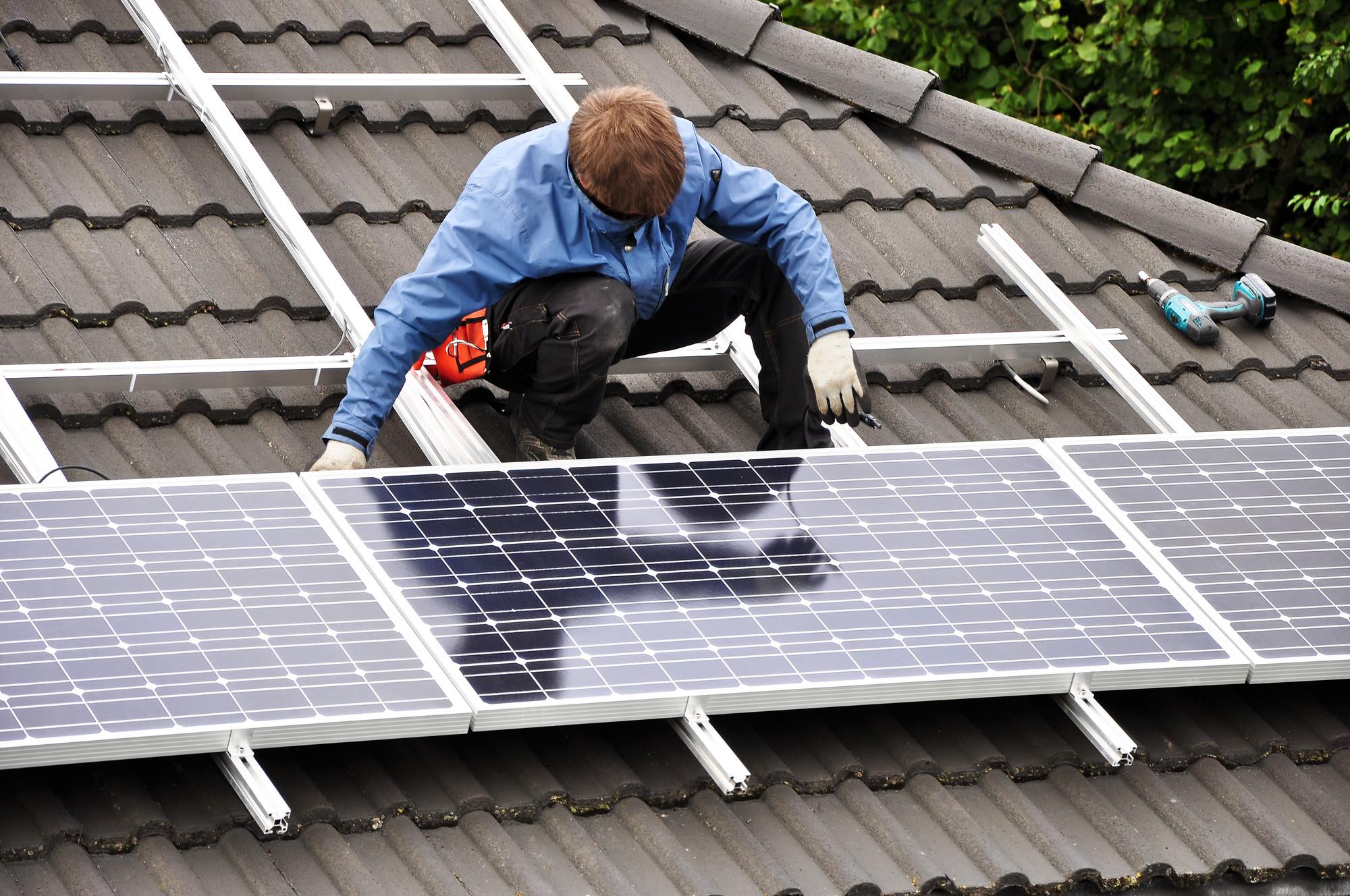 España: Aparecen una serie de trabas para la auto-producción de Energía en Viviendas Particulares, © Mother Earth News