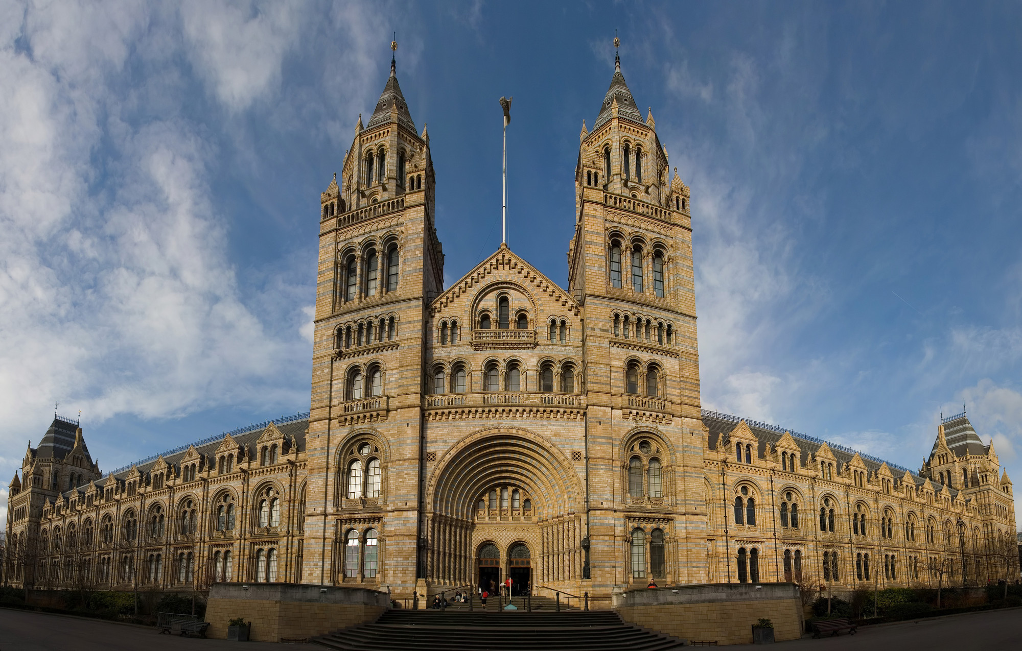 Five Teams Shortlisted for London's Natural History Museum Redesign, Natural History Museum London. Image © David Iliff (License: CC-BY-SA 3.0), via Wikipedia