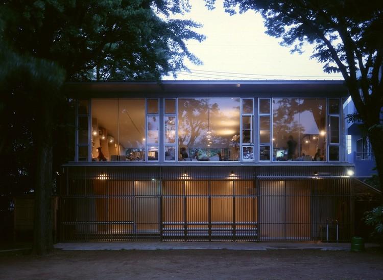 Espacio de reunión en el Santuario Hanegi / Ishda Architects + Openvision, © Jun Kumagai