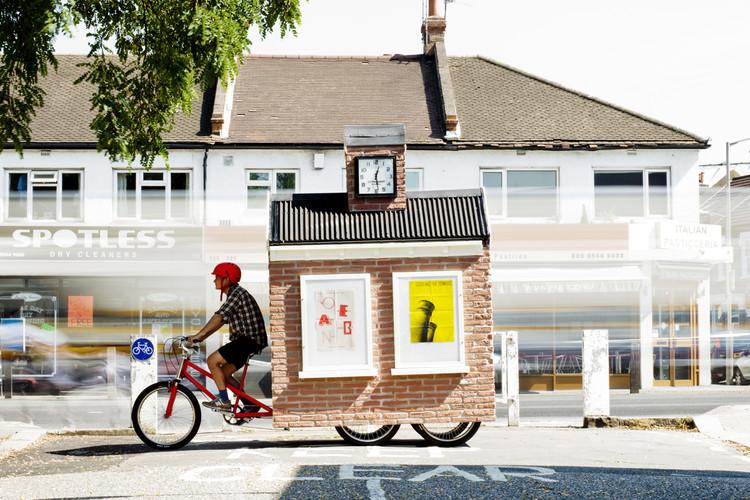 Espaços públicos móveis revitalizam um bairro em Londres, Cortesia de cricklewoodtownsquare.com
