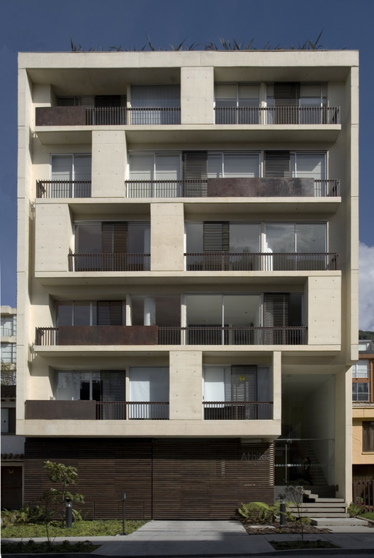 Archivo peque os edificios de vivienda plataforma for Fachadas para departamentos pequenos