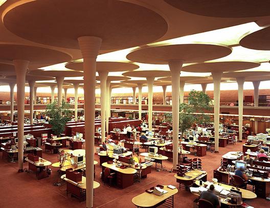 Johnson Wax / Frank Lloyd Wright. Image © Mindsimedia, Vía Flickr