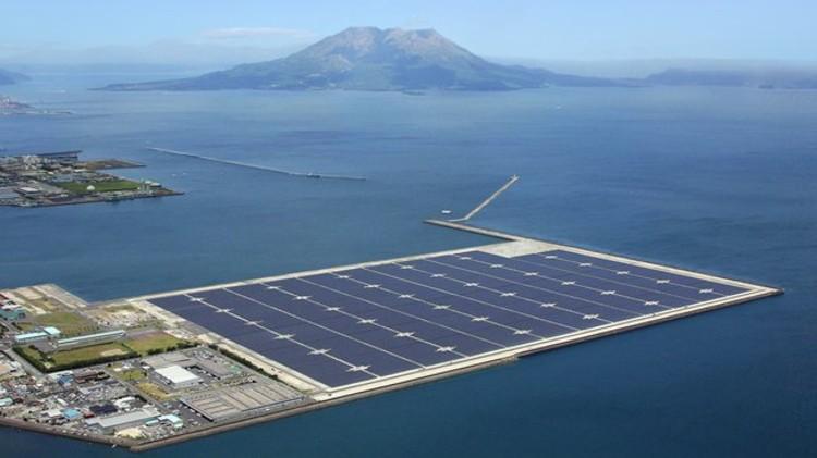 Conjunto flutuante de painéis solares chama a atenção no Japão, © Kyocera