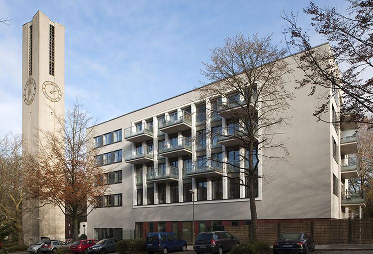Reconversión de una Iglesia en un Edificio de Departamentos / Heinrich Böll Architects, © Thomas Mayer