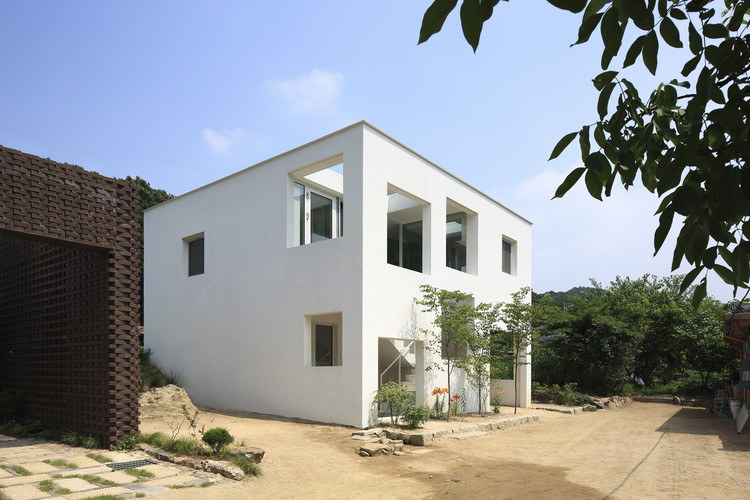 9X9 Experital House / YounghanChung Architects | ArchDaily