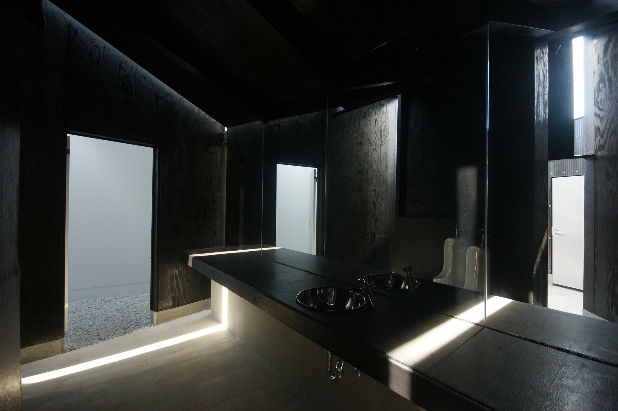 Gallery of House of Toilet / Daigo Ishii + Future-scape Architects - 33
